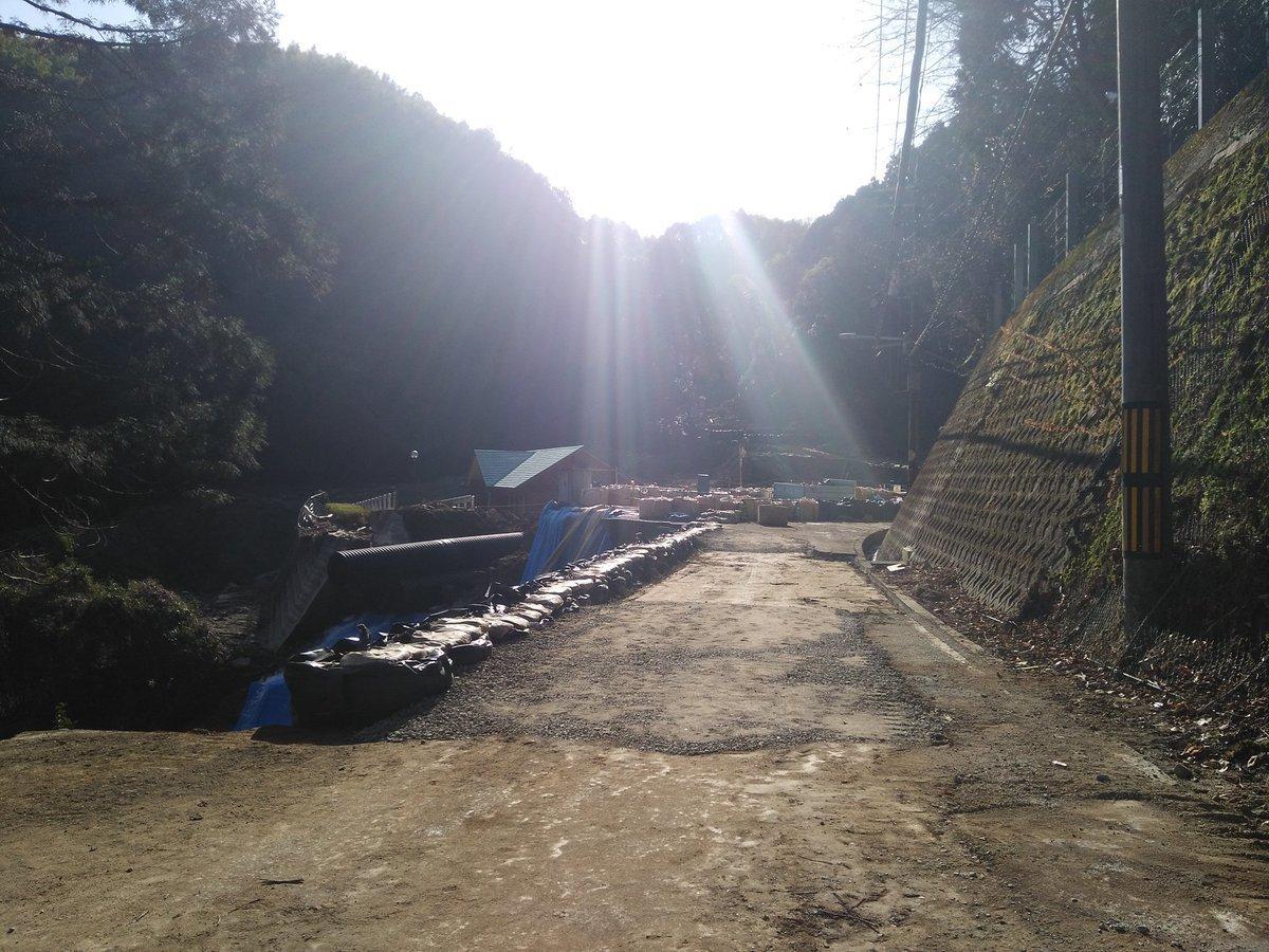 大沢町土砂崩れ現場、見た目は道...