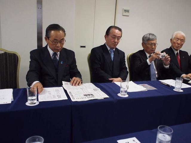 1日本会議大阪北摂支部議員懇談会.jpg